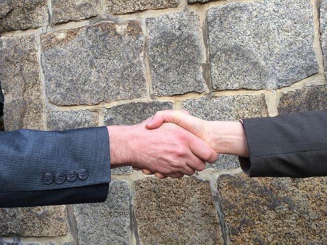 handshake-1205055_640